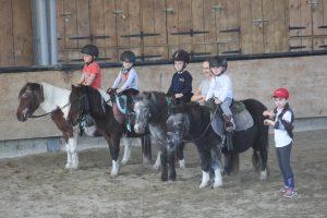 enfants à l'école d'équitation Equival Valréas